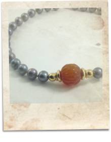 Carnelian and black freshwater pearl necklace - click for details
